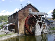 Working water wheel in Renfro Valley.