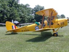 This 1940 Tiger Moth was one of our visitors to the field. Click for a different view.